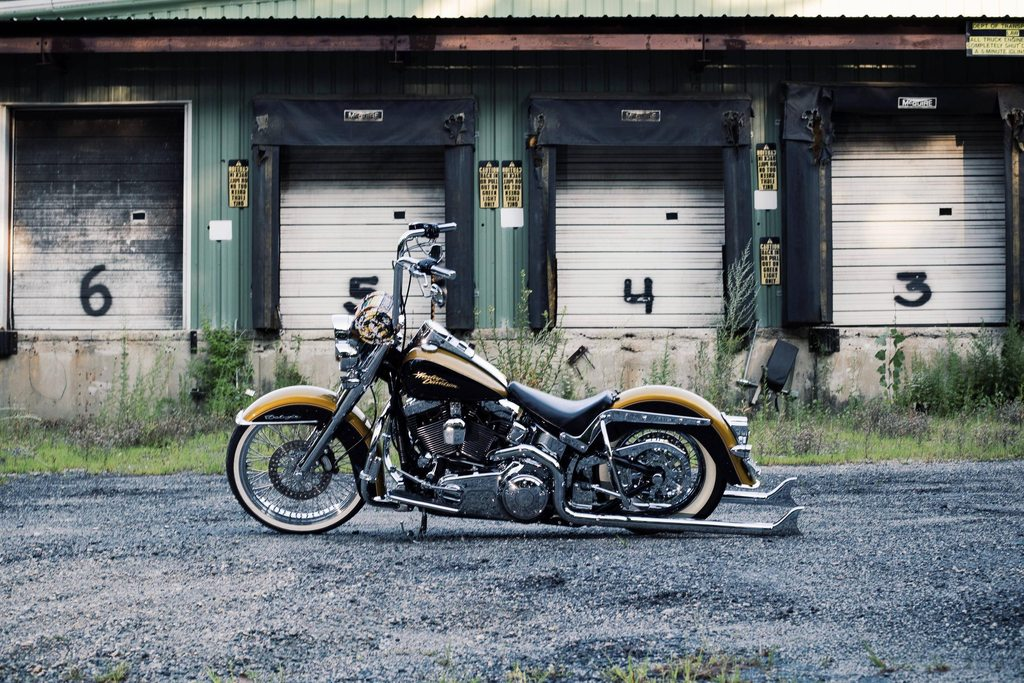 Andre Aureliano's Radical Lowrider with 36″ Cholos